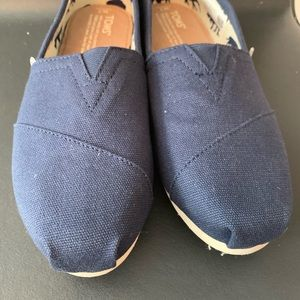 Classic navy blue Toms brand new never worn size 7